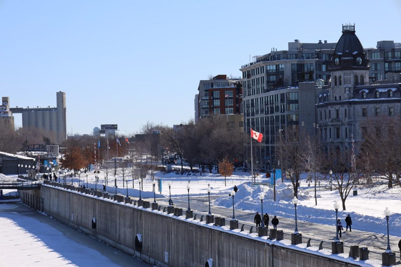Vue des quais du Vieux-Port de Montréal