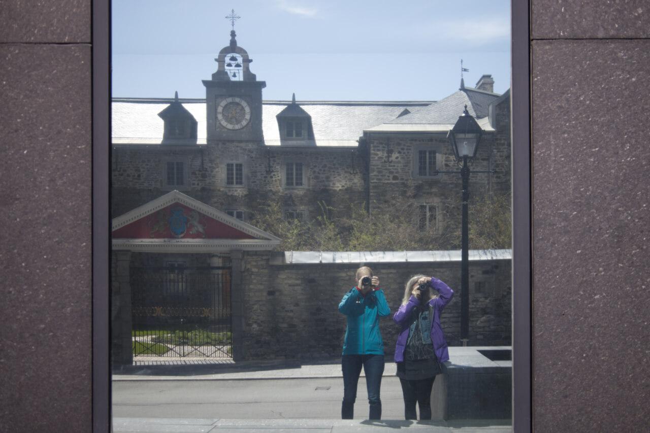 Lise et Sarah dans le Vieux-Montréal